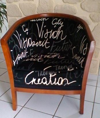 Ils ont eux m me restaurer ou tapisser leur fauteuil ou si ge - Comment nettoyer un fauteuil en tissu velours ...