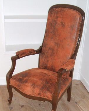 Ils ont eux m me restaurer ou tapisser leur fauteuil ou si ge - Tissus imitation cuir vieilli ...