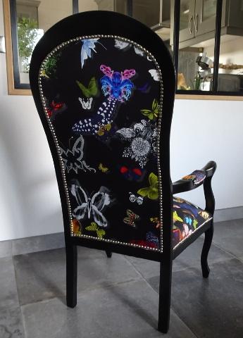 fauteuil voltaire et tissu butterfly parade de christian lacroix - Fauteuil Voltaire Relooke Moderne