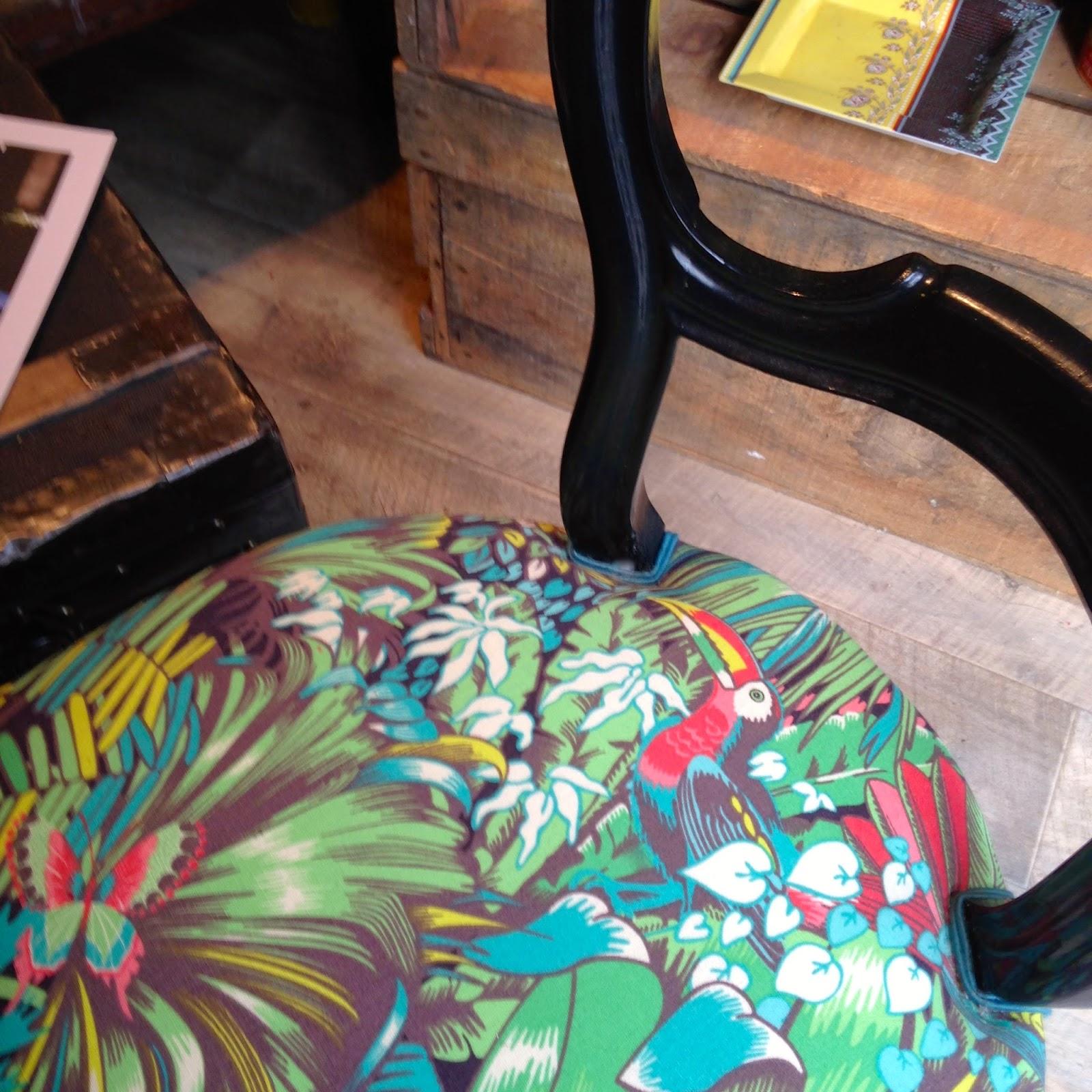 Jungle beat tissu ameublement chaise fauteuil canap for Tissu pour recouvrir chaise